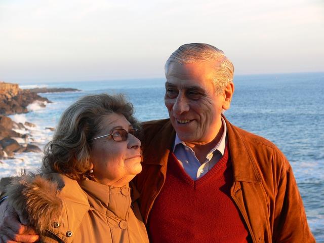 aprosentado-velho-idoso-idosa-feliz-aposentadoria-melhor-paz-felicidade-concrusoaprovado-com-concurso-publico-aprovado