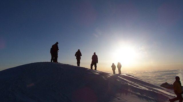 por-do-sol-escalada-pico-montanha-motivacao-para-estudar-para-concursos